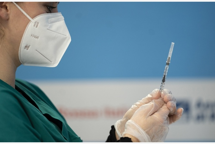 A Palermo vaccini ai giovani immigrati del quartiere Noce