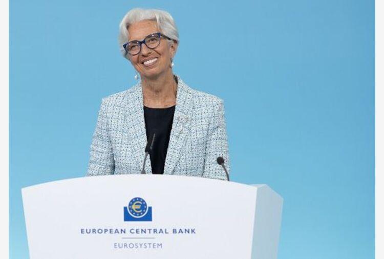 Bce mantiene linea fortemente espansiva nonostante rialzo inflazione