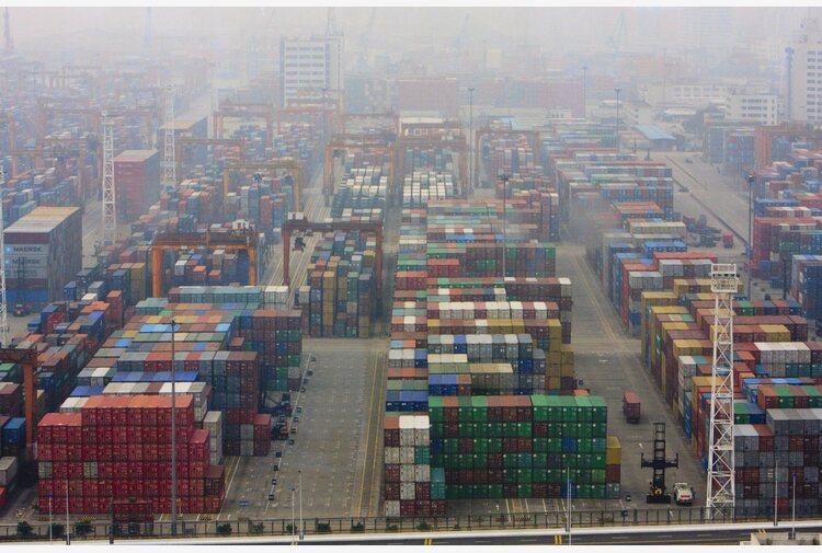 Ingorgo nei porti cinesi minaccia per commercio globale