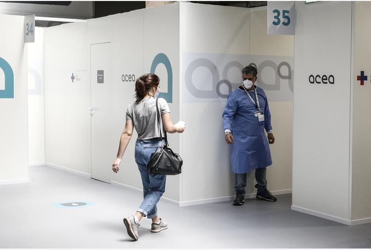 Vaccini: Lazio, stop a Open Week Astrazeneca per 18-30 anni