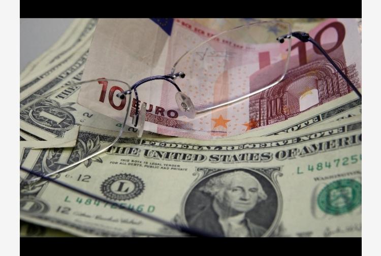Cambi: euro in lieve rialzo a 1,2189 dollari