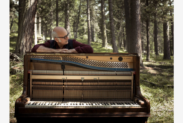 L'alba con la musica di Einaudi nelle Grotte dei Cervi a Otranto