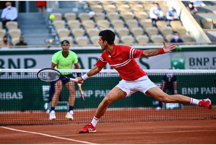 Djokovic - Nadal edizione stellare: Nole avanti 2 set a 1 dopo 3 ore e mezza