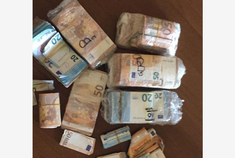 Reggio Emilia, un 'tesoro' da 53mila euro nello zainetto: 32enne arrestato