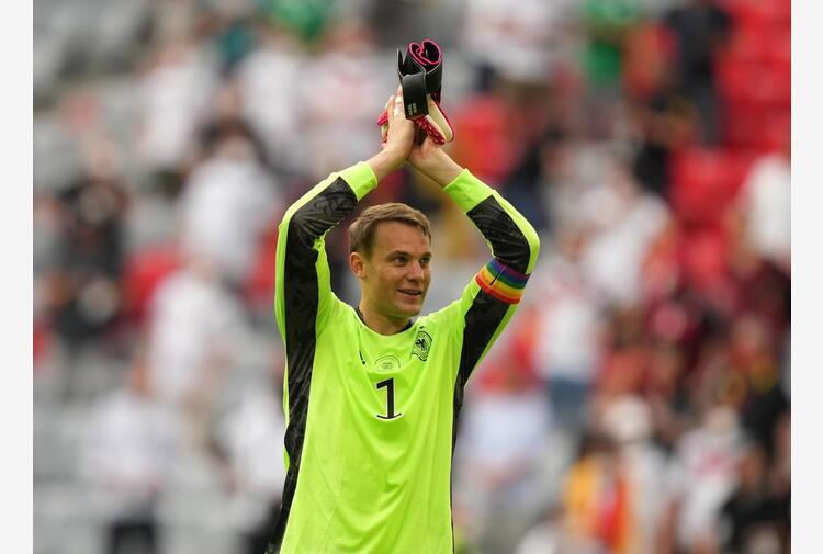 Europei: Neuer con fascia arcobaleno, Uefa apre inchiesta