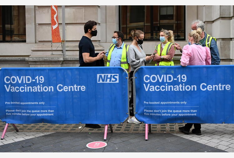 Covid: contagi Delta Gb restano sopra 10.000, ma pochi morti