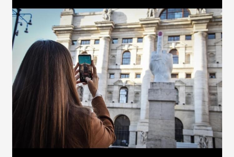 Borsa: Milano sale (+0,3%), bene Stellantis, Banco ed Eni
