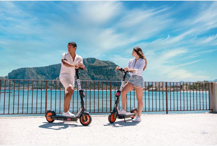Helbiz e Retake Palermo, una giornata di 'Beach Cleaning' a Mondello