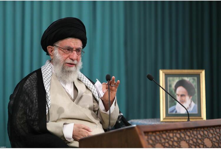 Iran: Khamenei grazia e riduce la pena a oltre 5000 detenuti