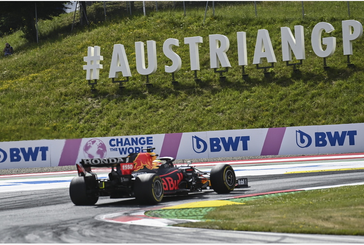 Gp Stiria: trionfo per Verstappen, Sainz sesto
