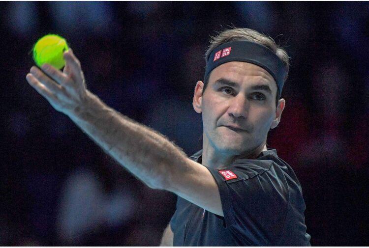 Federer avanza a fatica a Londra, fuori Serena Williams