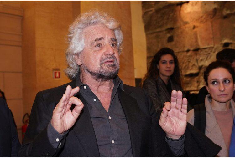 """M5S, Grillo a Crimi """"Autorizza entro 24 ore il voto su Rousseau"""""""