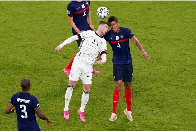 Calcio: Manchester United, ipotesi scambio Varane-Pogba col Real