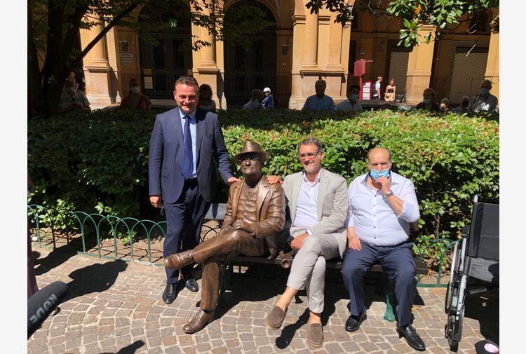 Bologna dedica una statua a Dalla vicino alla casa natale