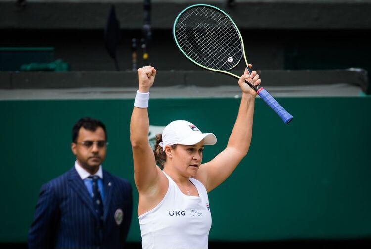 Barty regina di Wimbledon, domani Berrettini-Djokovic