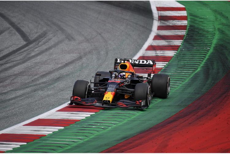 F1: Silverstone parte nel segno di Verstappen e Red Bull