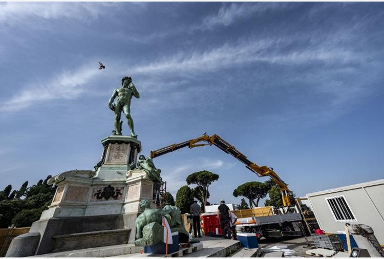 Firenze, un restauro-evento per le sculture di piazzale Michelangelo