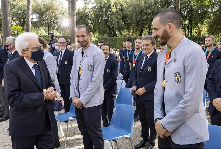Mattarella conferisce onorificenze a Mancini e Nazionale