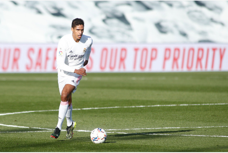 Calciomercato: Real. Stampa, Varane verso ManUtd, 58 mln ai blancos