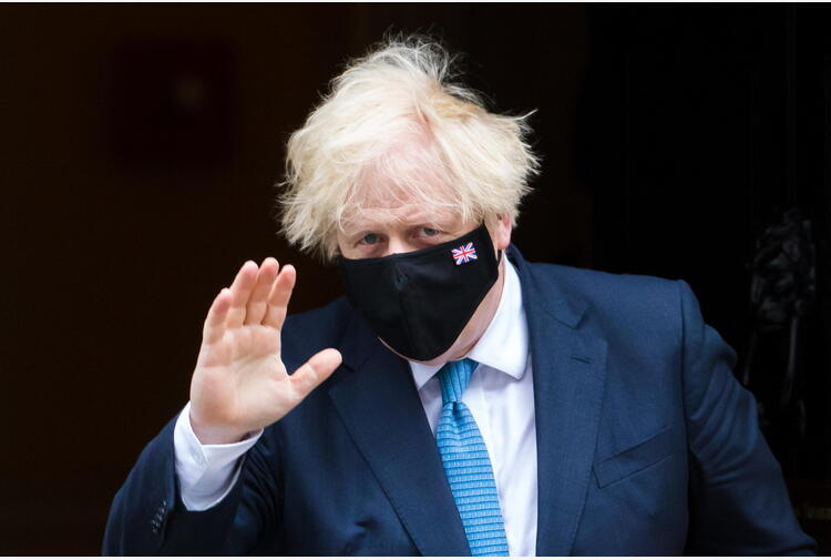 Covid: Johnson invita alla 'prudenza' in vista riaperture