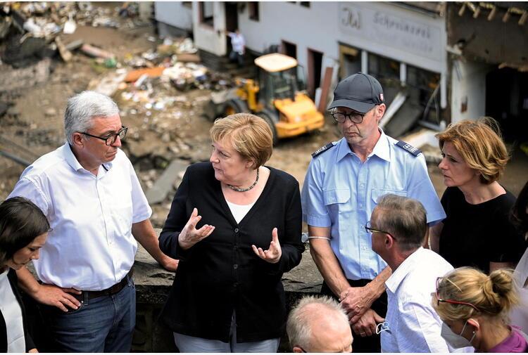 Merkel su luoghi alluvioni, 'immagini spettrali'