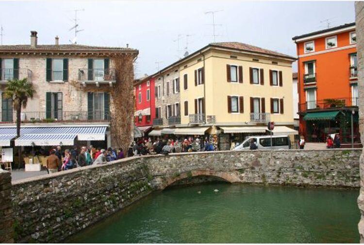 BVA Doxa: pandemia ha trasformato casa in baricentro vita italiani