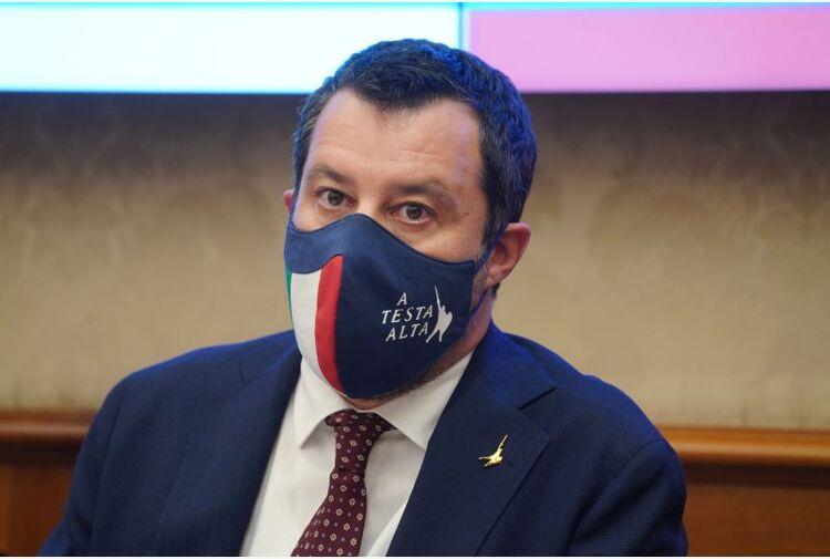 """Salvini: """"No al vaccino obbligatorio per i giovani e al pass per la pizza"""""""