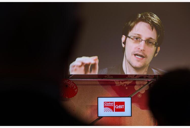 Pegasus, Snowden: 'Con gli spyware nessun telefono sicuro'