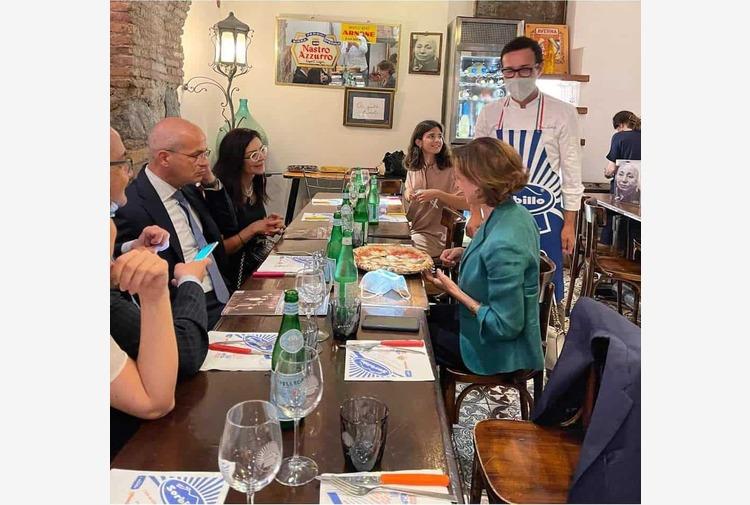 Cartabia a Napoli sceglie la margherita di Sorbillo per il suo pranzo in città