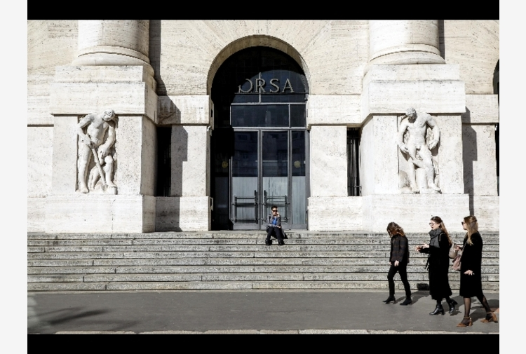 Borsa: Milano amplia rialzo con banche, Ftse Mib +1%