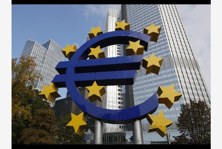 Bce: tassi fermi, politica monetaria resta accomodante