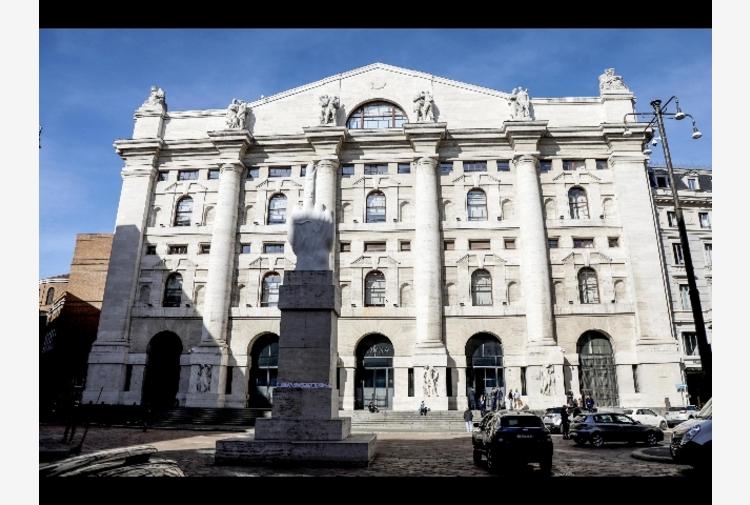 Borsa: Milano apre in rialzo, Ftse Mib +0,5%