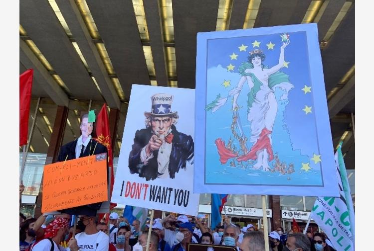 I lavoratori Whirlpool in piazza a Roma, sciopero di 8 ore