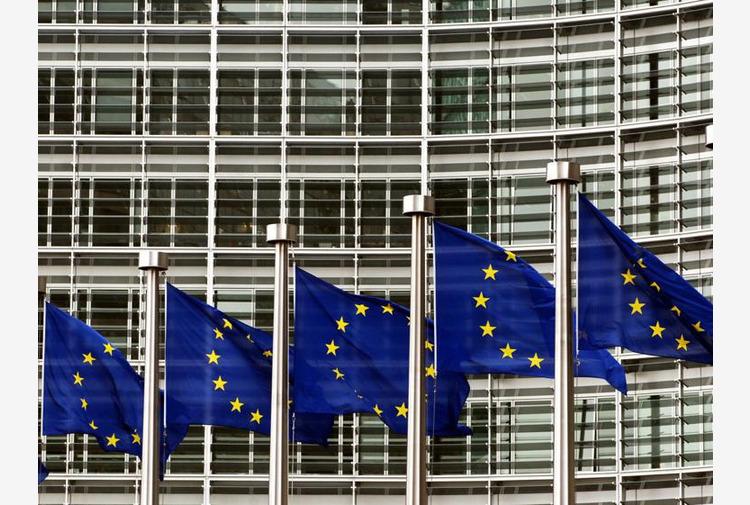 Ue, debito eurozona sfonda tetto 100% pil: Italia al 160%
