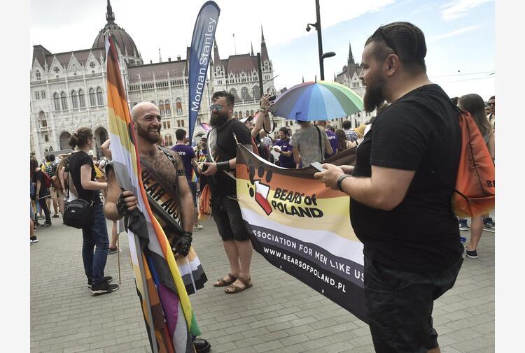Ungheria: Gay pride sfida domani politiche Orban su Lgtb