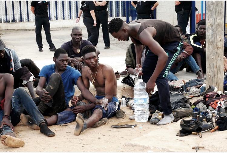 Migranti: Spagna, soccorse 19 persone vicino Ceuta