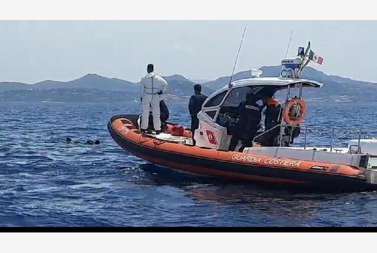 Maltempo: si alza il mare, soccorsi 5 natanti e 21 persone
