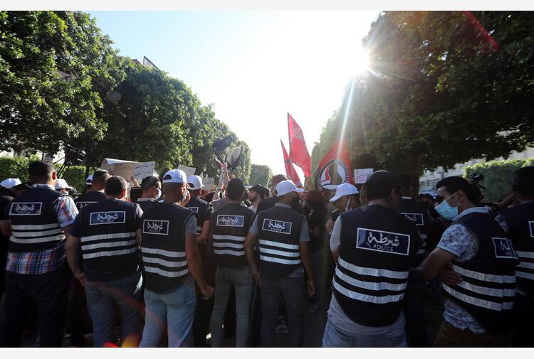 Tunisia: proteste nel giorno della Festa per la Repubblica