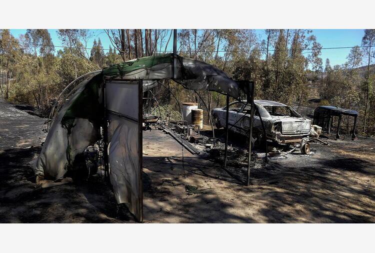 Francia: incendio nel sud, blackout in Spagna e Portogallo