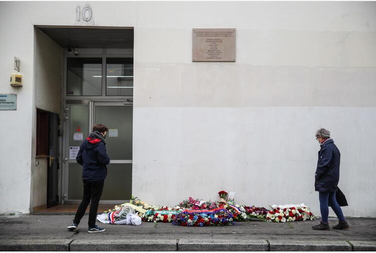 Gb: accoltellata per t-shirt Charlie Hebdo, aperte indagini
