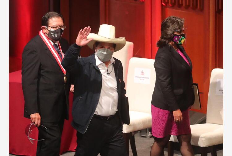 Perù: Castillo rinuncerà a stipendio da presidente