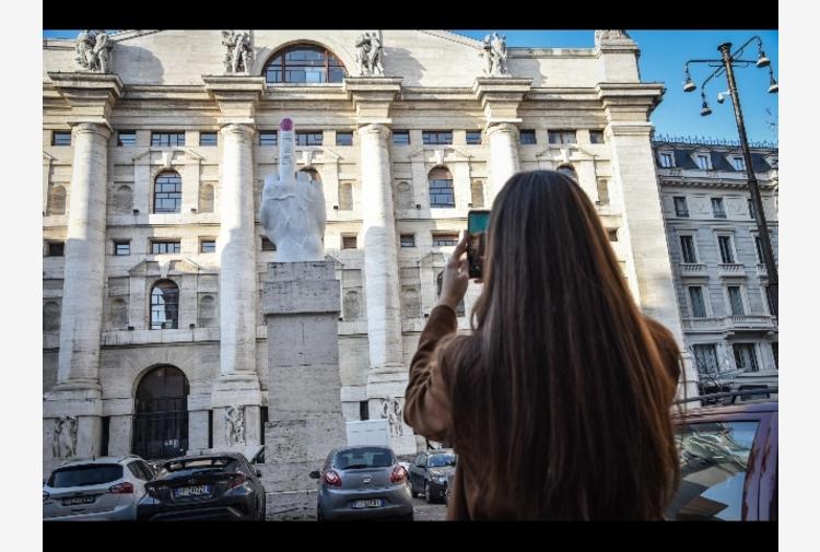 Borsa: Milano tiene (+0,1%) con Diasorin e Intesa, giù Banco