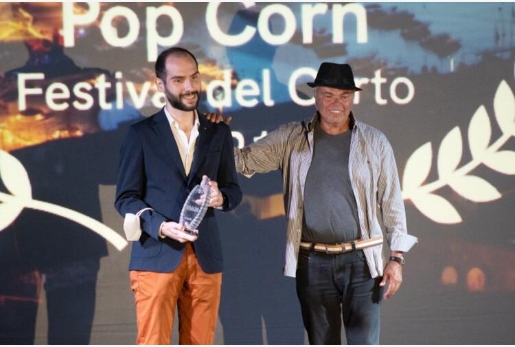 Premio Raffaella Carrà a corto di Licheri, lo consegna Iapino