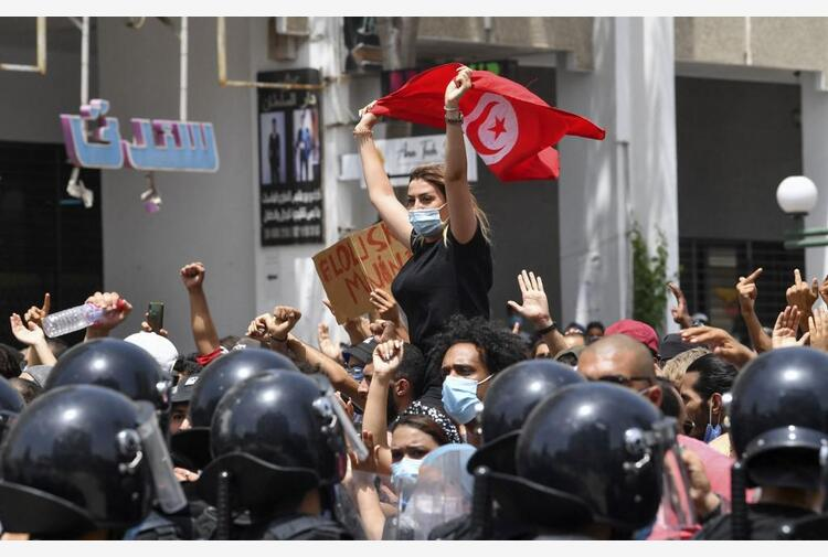 Tunisia, presidente Saied sospende parlamento e licenzia premier