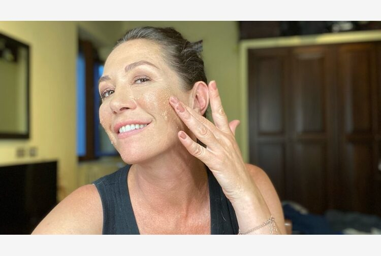 Scrub viso e corpo per l'estate: i migliori prodotti bio
