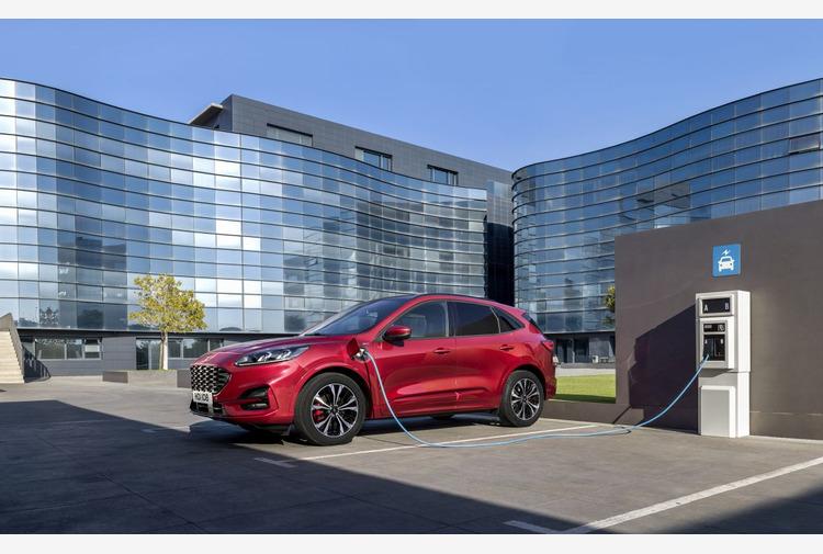 Ford Kuga Phev e' il Plug In Hybrid numero uno in Europa