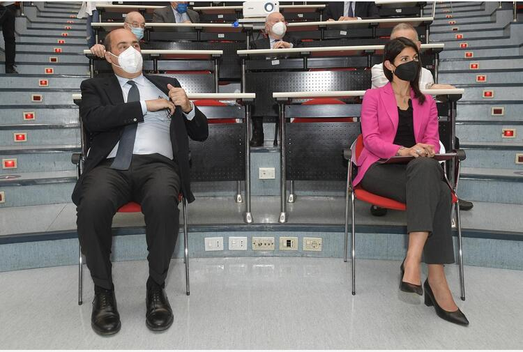 Olimpiadi 2024, Parigi e il no di Roma: Zingaretti contro Raggi