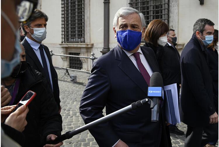 Migranti:Tajani,ne sbarcano mille al giorno,fermiamo tratta