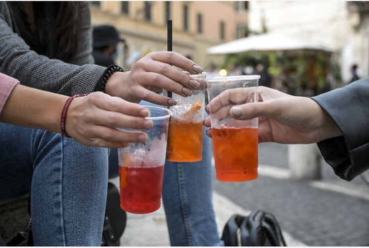 Ambiente, in Fvg contributi a bar e ristoranti per ridurre plastica