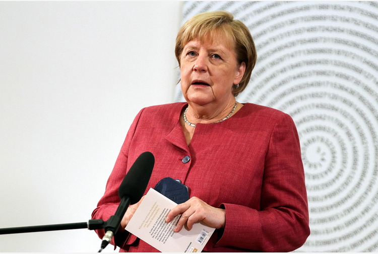 Merkel, dialogo con Russia necessario nonostante distanze
